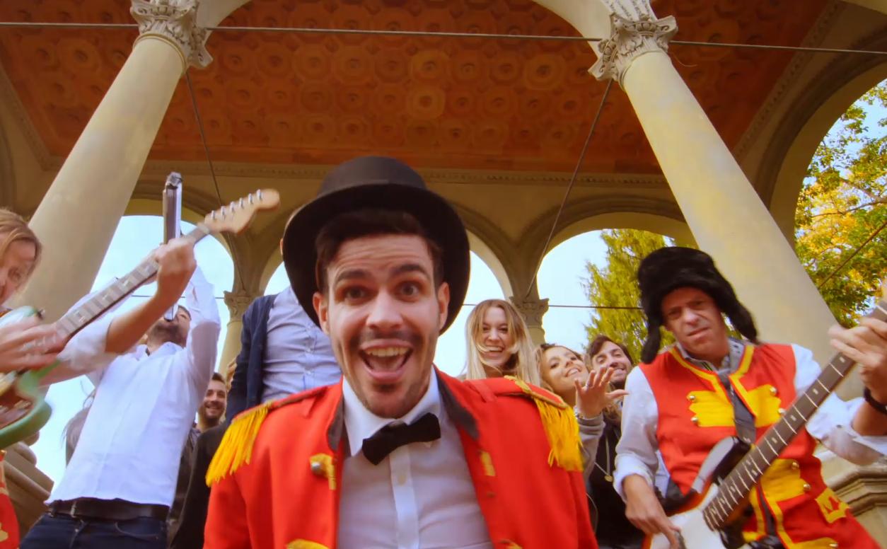 Lorenzo Baglioni canta Giovanisì, guarda il video!